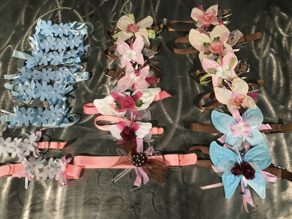 COLLARINI PUG FAIRY interamente realizzatI a mano. Direttamente dal mondo delle fate, questi morbidissimi collarini con applicazioni floreali....per principesse speciali e principini azzurrissimi! NUMERO PEZZI DISPONIBILI : fiorellini fila azzurro n 7 fiorellini fila bianco n 2 fiore centrale n 12 CONTRIBUTO MINIMO RICHIESTO : € 20 inclusa spedizione PER ORDINARE: Invia un'email a leonspugrescue@gmail.com , specificando ordine CON NOME ARTICOLO e indirizzo di spedizione. Invia il tuo contributo tramite bonifico bancario a: LEON S PUG RESCUE SALVACARLINO UNICREDIT ( MILANO) IT 94 D 02008 01623 000101415047 oppure puoi versare il tuo contributo utilizzando l'opzione paypal direttamente accessibile dal nostro sito internet PERFAVORE CONTATTACI PER ACCERTARTI CHE L'ARTICOLO SIA ANCORA DISPONIBILE PRIMA DI INVIARE IL TUO CONTRIBUTO !